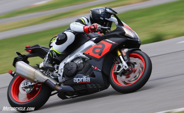 063017-2017-superbike-shootout-final-aprilia-rsv4-rr
