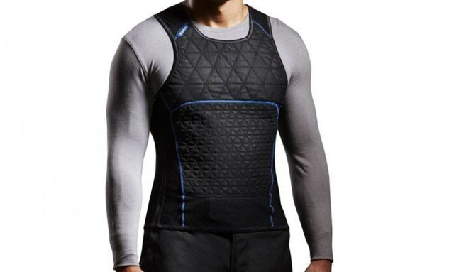 070617-10-ways-to-keep-cool-on-motorcycle-02-cooling-vest
