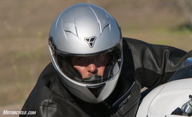 After spending a few days inside the ST-17, we can report that it is a very comfortable helmet, so long as your head shape is round. Riders with oval-shaped heads might not find that to be the case.