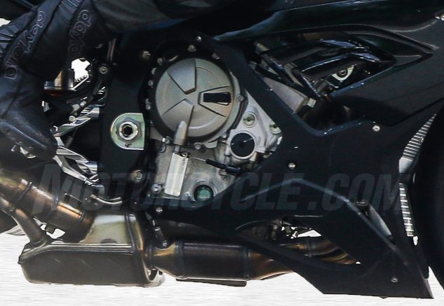 072617-2018-bmw-s1000rr-spied-004-engine