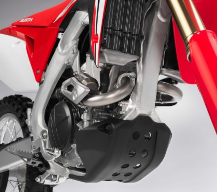 073117-honda-2018_crf250r_dual_header_rt