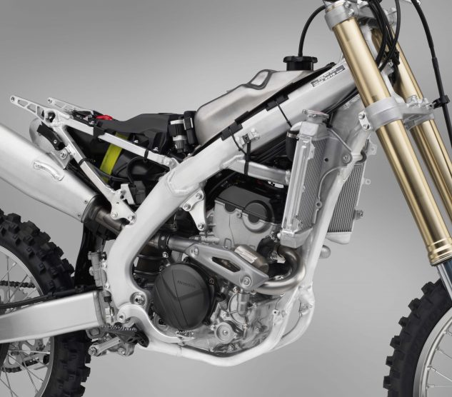 The CRF250R's aluminum perimeter chassis is taken from the proven sixth-generation design introduced on the 2017 CRF450R. The frame offers a shorter wheelbase and better flex to help improve rear wheel traction.