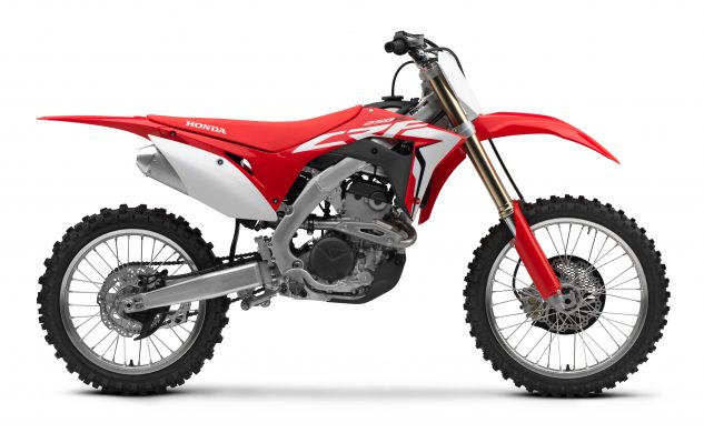 Honda's all-new 2018 CRF250R mates the proven chassis and suspension of the 2017-2018 CRF450R with a DOHC, dual exhaust port engine designed for high-rpm power delivery.