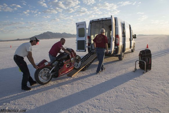 082517-indian-scout-spirit-of-munro-bonneville-salt-flats-speed-week-AB9T5945