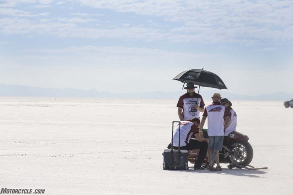 082517-indian-scout-spirit-of-munro-bonneville-salt-flats-speed-week-AB9T6046
