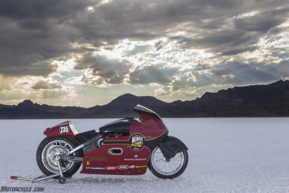 082517-indian-scout-spirit-of-munro-bonneville-salt-flats-speed-week-AB9T6326
