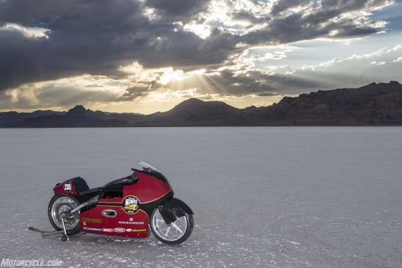 082517-indian-scout-spirit-of-munro-bonneville-salt-flats-speed-week-AB9T6618