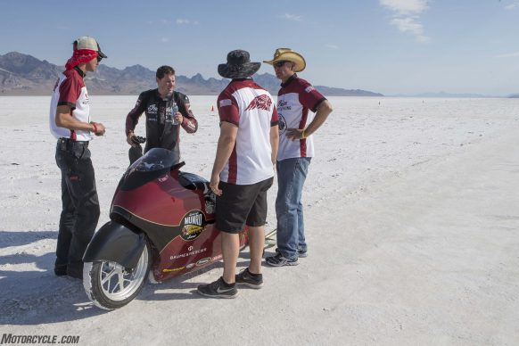 082517-indian-scout-spirit-of-munro-bonneville-salt-flats-speed-week-AB9T6790
