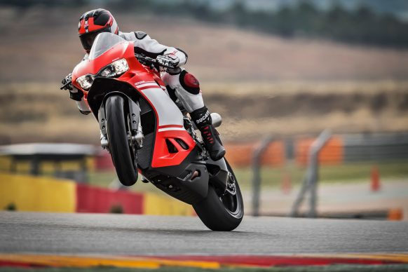 090517-ducati-ceo-2017-1299-superleggera-wheelie
