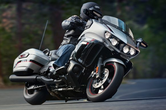 090617-bagger-yamaha-2018_Eluder_Silver_0a28