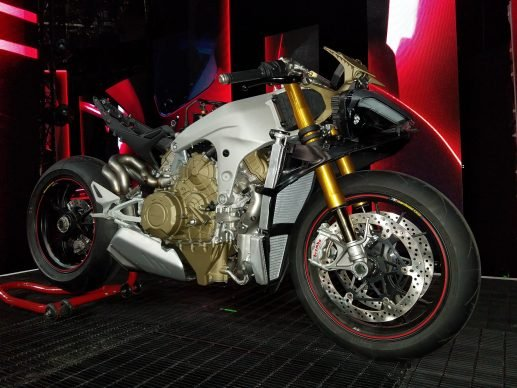 110517-2018-ducati-panigale-v4-speciale-20171105_224747
