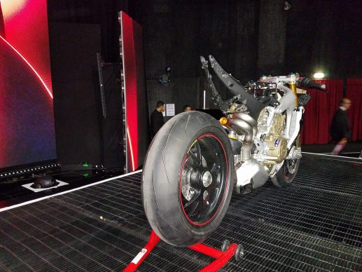 110517-2018-ducati-panigale-v4-speciale-20171105_225030