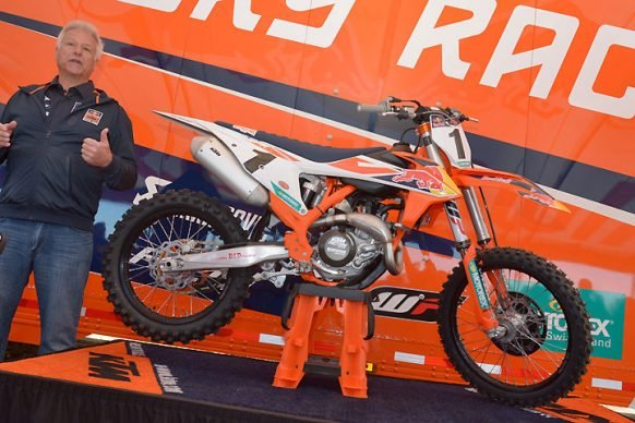 120517-2018-KTM-450-SX-F-Factory-Edition-C-12-04-2017