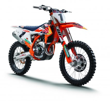 120517-2018-KTM 450 SX-F Factory Edition-Studio_right front