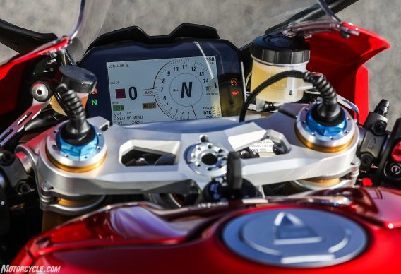 012418-2018-ducati-PANIGALE V4 STATIC 35-cropped