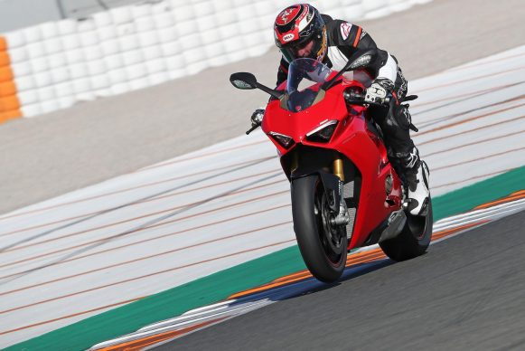 012418-2018-ducati-PANIGALE V4-action
