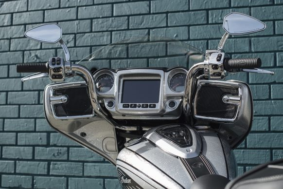030118-2018-indian-chieftain-elite-acc-mid-rise-handlebars