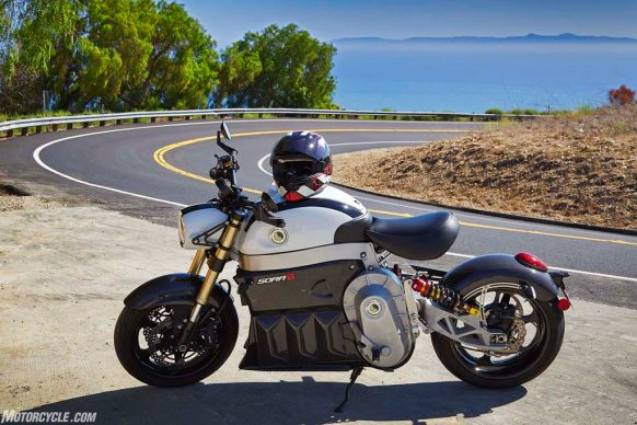051718-electric-motorcycles-buyers-guide-2014-lito-sora-_87B1294