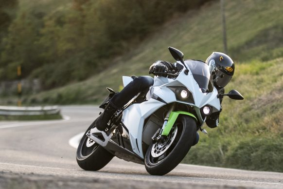 051718-electric-motorcycles-buyers-guide-2018-energica-ego-credit-damiano-fiorentini3