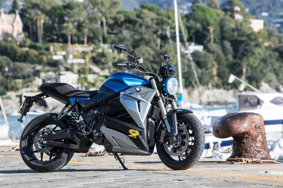 051718-electric-motorcycles-buyers-guide-2018-energica-eva-esseesse9-Credit-Damiano-Fiorentini