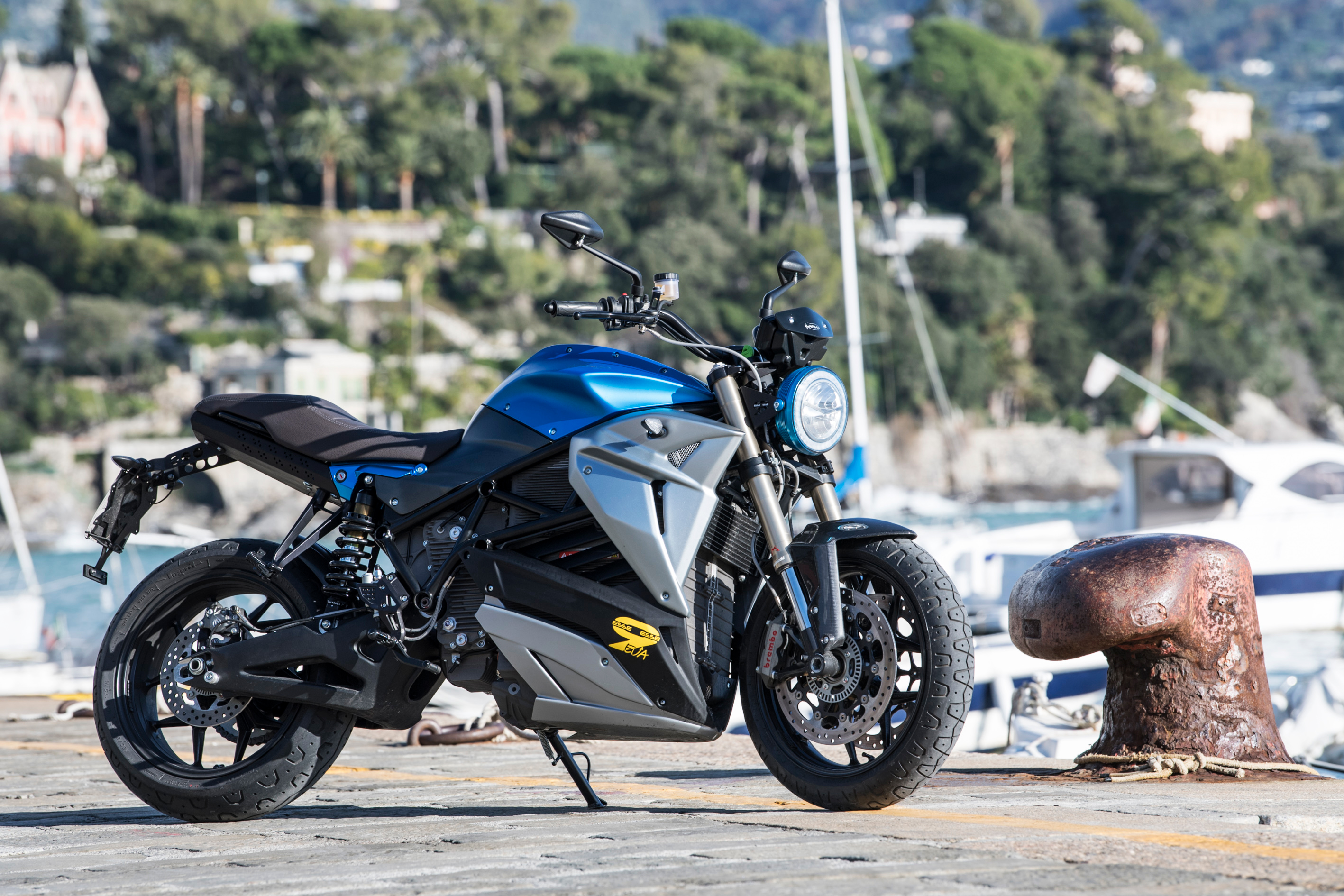 In Fact We Were Pleasantly Surprised When The Zero Beat A Gas Supermoto Tested An Fxs Against Suzuki Dr Z400sm