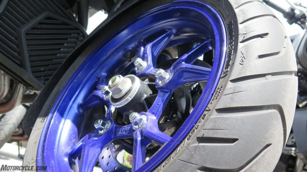052818-2019-yamaha-niken-three-wheeler-IMG_8455