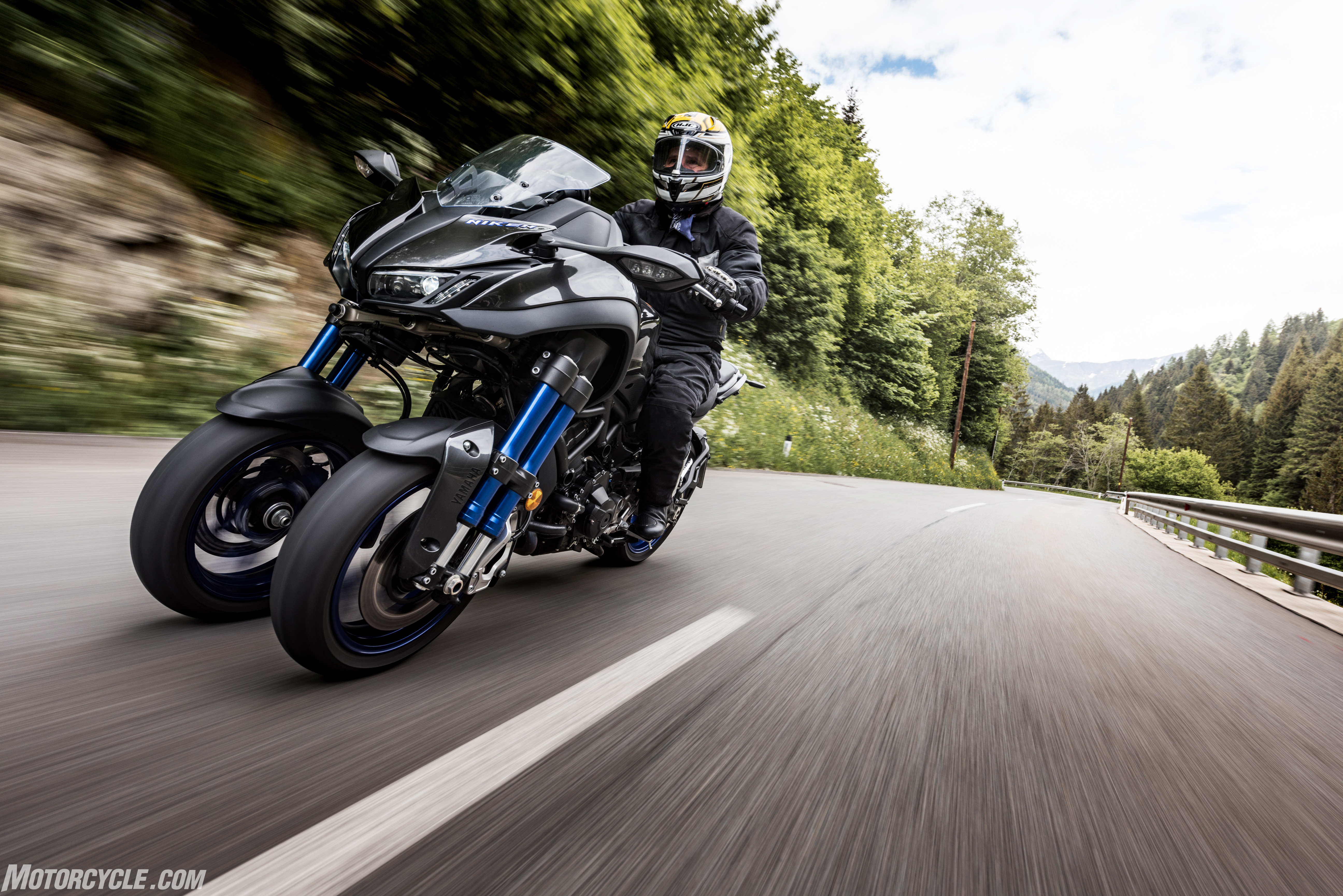 2019 Yamaha Niken Review Motorcycle Com First Ride