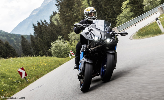 052818-2019-yamaha-niken-three-wheeler-f