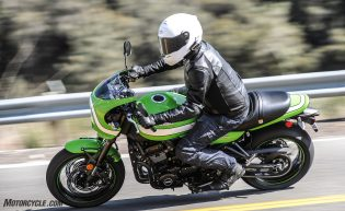 Kawasaki Z900RS Cafe action