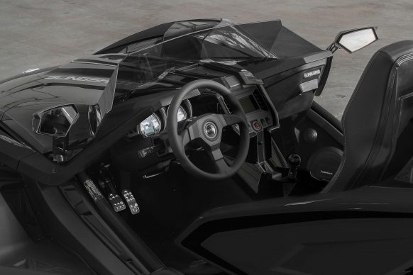 2017-polaris-slingshot-slr-interior