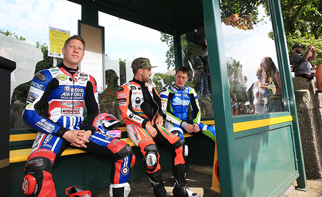 060618-2018-iomtt-Waiting-For-The-Bus-f