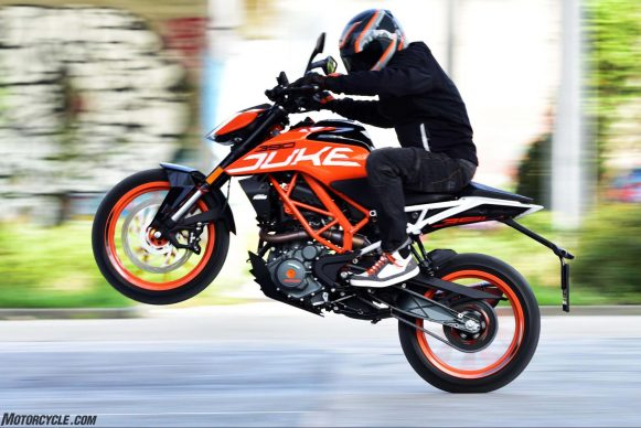 061318-top-10-tips-staying-alive-riding-motorcycles-09-ktm-390-duke