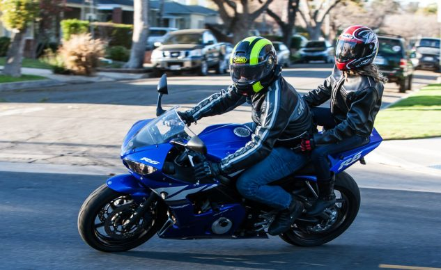 062218-how-to-ride-with-passenger-yamaha-yzf-r6
