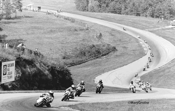 1a) Rolling hills & fast sweeping turns mark Road Atlanta's terrain. Here Rich Schlachter leads Richard Chambers 76, Bruce Hammer 52, & Ron Mass 40. 1980