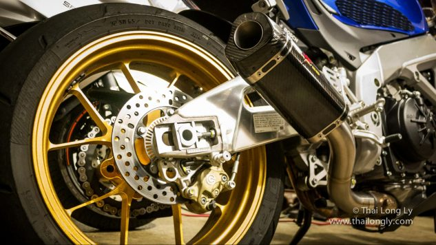 071118-thai-long-ly-aprilia-tuono-v4-rr-modifications-oem-gold-anodized-forged-wheels