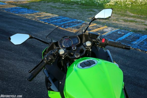 071218-top-8-changes-improve-2018-kawasaki-ninja-400-01-handlebars-WING7099