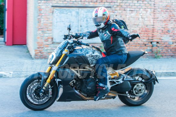 072718-spy-photos-2019-Ducati-Diavel-S-107