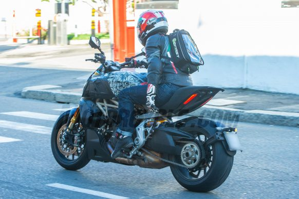072718-spy-photos-2019-Ducati-Diavel-S-111