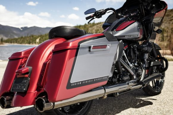 082118-2019-harley-davidson-cvo-road-glide-Web_Ready-8A8381_AM_19GAP_181261_V2_FN