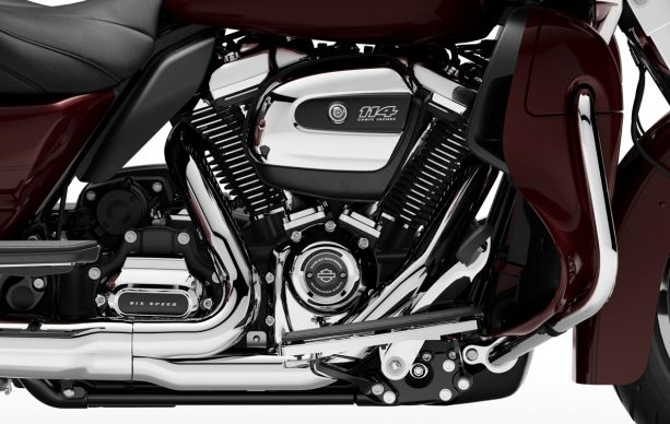 082318-2019-harley-davidson-road-glide-ultra-milwaukee-eight-114-engine