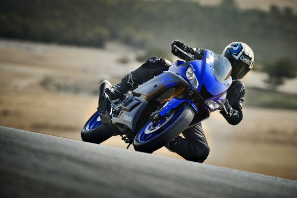 101118-2019-Yamaha_YZF-R3_Team Yamaha Blue_Action01_0054