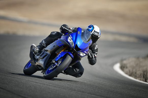 101118-2019-Yamaha_YZF-R3_Team Yamaha Blue_Action01_0207