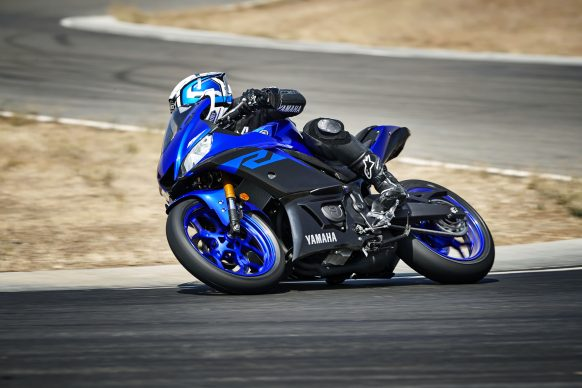 101118-2019-Yamaha_YZF-R3_Team Yamaha Blue_Action01_0230