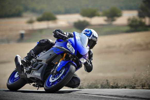 101118-2019-Yamaha_YZF-R3_Team Yamaha Blue_Action02_0026