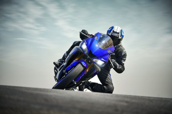 101118-2019-Yamaha_YZF-R3_Team Yamaha Blue_Action03_0085