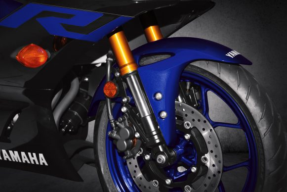 101118-2019-Yamaha_YZF-R3_Team Yamaha Blue_Upside Down Fork_RGB