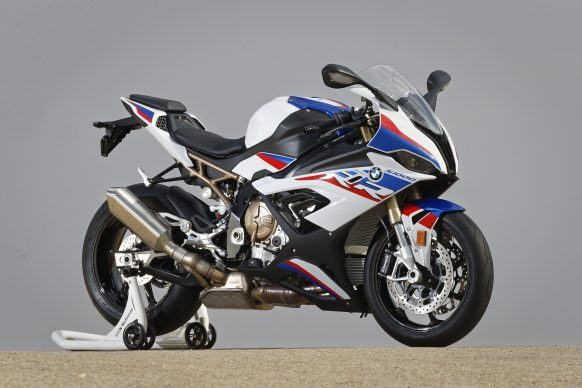 110618-2019-BMW-S1000RR-P90327384-highRes