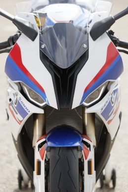 110618-2019-BMW-S1000RR-P90327389-highRes