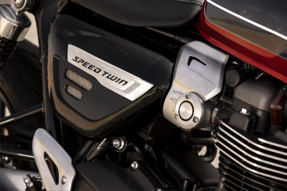 120418-3212-2019-triumph-speed-twin-9A0036-SIDE-PANELS-DETAIL23