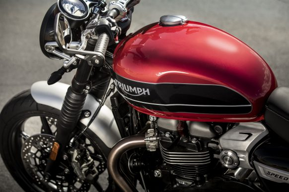 120418-3216-2019-triumph-speed-twin-9A0108-TANK-AND-TANK-BADGES-DETAIL22